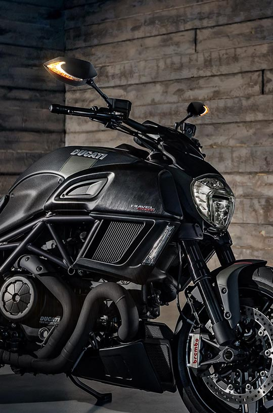 KiWAV Lucifer LED mirror on Ducati diavel