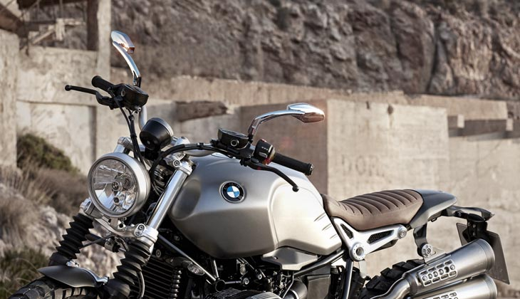 KiWAV Medusa chrome mirrors on BMW R9T scrambler
