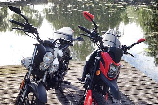 KiWAV tulip mirrors on motorcycle