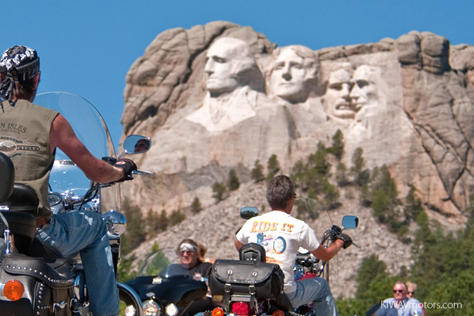 KiWAV motors 6 scenic routes - Mount Rushmore